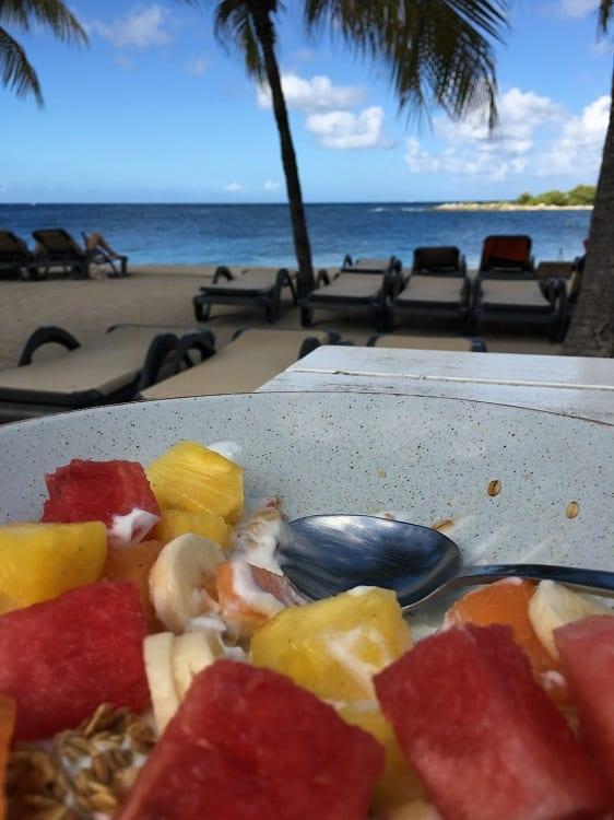 Vers fruit bij Jan Thiel Beach Curacao