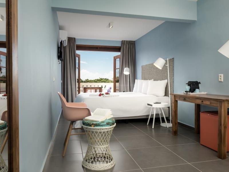 Livingstone Jan Thiel Beach Resort - Living Deluxekamer tuinzicht